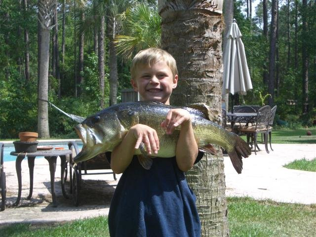 Andy's bass 8lbs 12oz 005 (Small).jpg