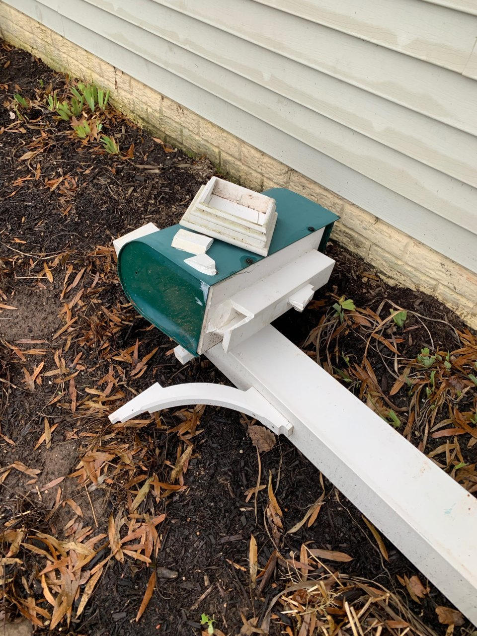 Broken post and mailbox.jpg