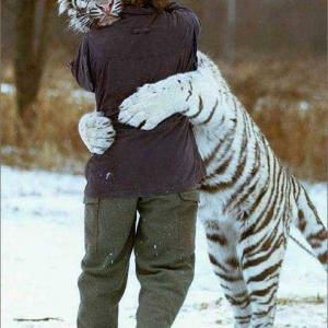 Neo_Big_Hug