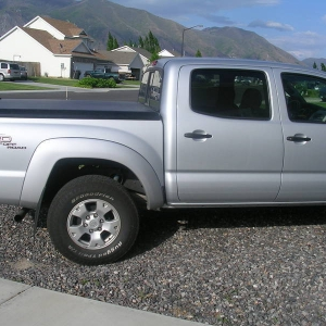 Side View of Undercover Tonneau Cover