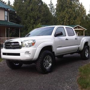 """Super White Tacoma 3"""" lift/ 265's"""