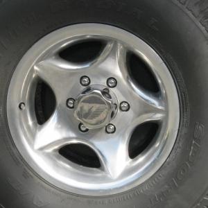 truck_an_truck_wheels_012