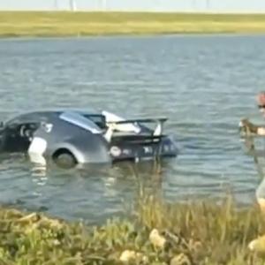 bugatti-veyron-swim-1258147199