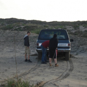 Pulling the Blazer out of the dunes2
