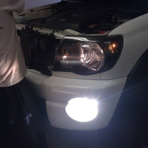 Stock Headligh vs HID fog light