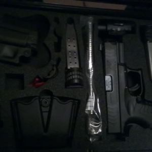 XDM 40 compact with two full size mags and Insight xtiprocyon