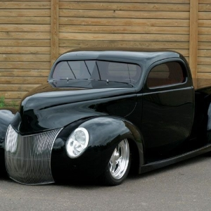 0503tr_03_z_1940_ford_pickup_front_view