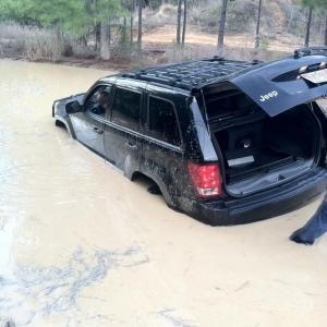 Roommates jeep goes hard!
