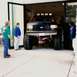 1990 Ford F-350 - Exiting the mall.