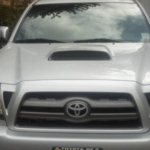 hood scoop and emblem