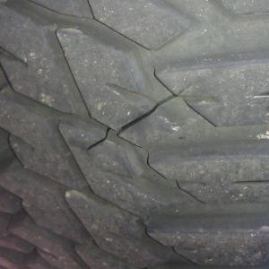 Tire crack