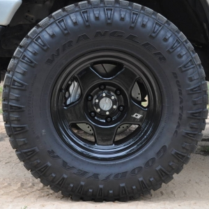 Manual hubs, Tundra brakes, SCS F5s on 285/75R16