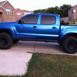 blue and black plastidiped wheels