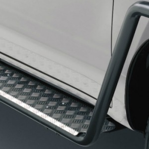 167dm-hilux-accessories-steel-side-step-and-rail-620x349_zps01ab4499
